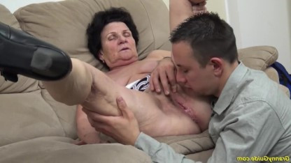 Бабке скоро сто лет, а она трахается с собственным молодым внуком