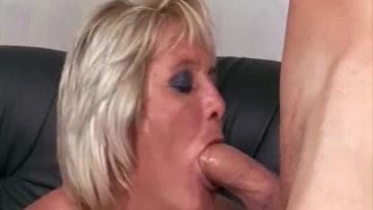 Бабульке в радость секс с внуком и она отдается ему в волосатую пизду