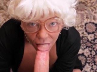 Бабушка обрадовалась визиту родного внука как никогда и трахнула его