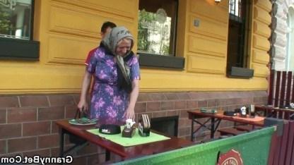 Бабушка отдохнула с внуком в кафе и после выпитого спиртного трахнулась с ним