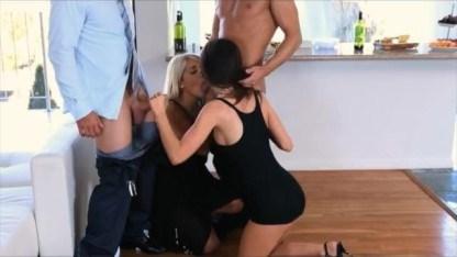 Братья и сестры подвыпили на празднике и сразу устроили групповой семейный секс