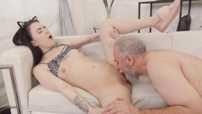 Дед наказал внучку инцестом, чтобы она перестала курить и мастурбировать