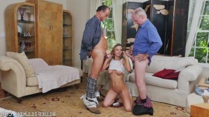 Красивая внучка ублажает сразу двух дедов, которые обожают запретный секс