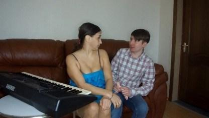 Мамка учила сына играть на пианино, а он совершил с ней инцест