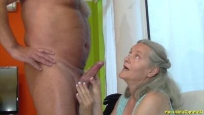 Старой бабке уже под сотню лет, а она страстно ебется со своим взрослым сыном