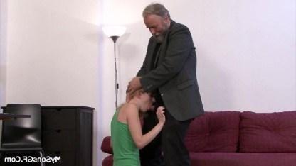 Внучка украла у дедушки пенсию и получила наказание в виде жесткого секса